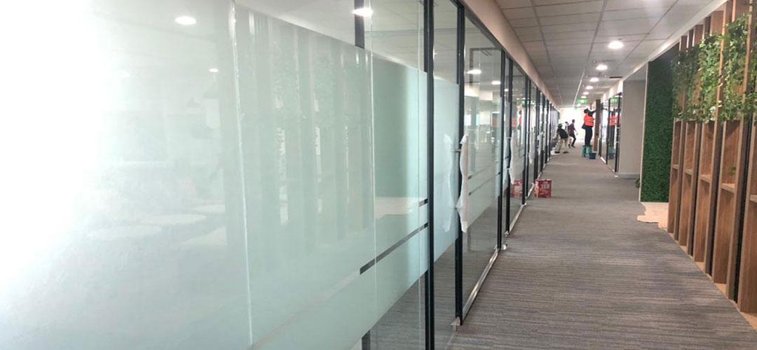 Kaca dan Alumunium Pada Bangunan Modern
